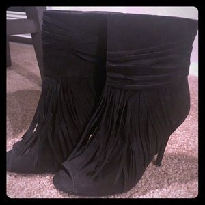Women's Black Boots with Tassels!